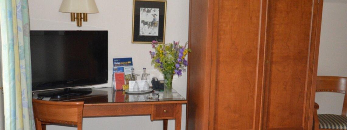Zimmer4 Schreibtisch