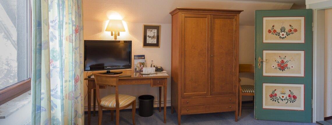 Zimmer4 Schreibtisch1