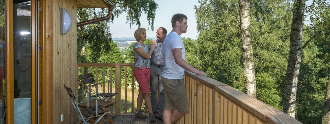 Baumhaus Birkenhoehe Terrassse Mit Gaesten